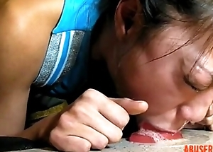 Throat Shacking up Use for Oriental Cheerleader Kelly Kitty... - abuserporn.com