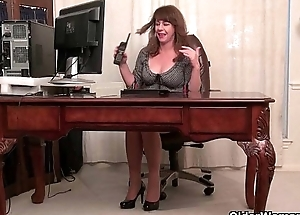 American milfs Shelby increased by Tracy stripping off up ahead office