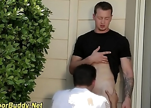 Buff amateur receives sucked