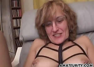 Amateur Mom gives blowjob with cumshot in frowardness
