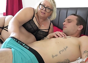 Fat mature harlot upon pierced cunt blows younger guy