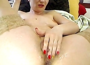 romanian camgirl squirt on herself on 4xcams.com
