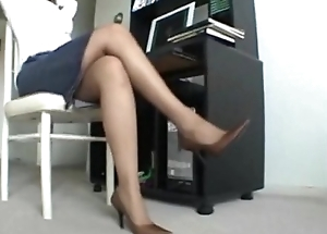 Ebony Milf relaxes say no to stinky hose feet after a long day at work.